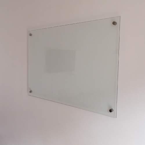 pizarra de vidrio a la pared